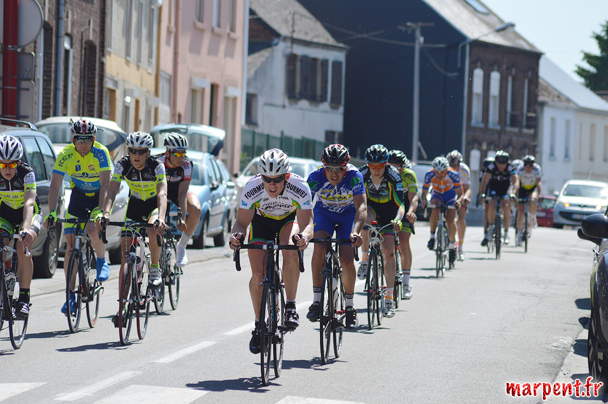 course-cycliste-paul-lecat-organisee-par-l-uvjm-jeumont-marpent